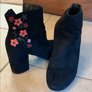Abound embroidered booties